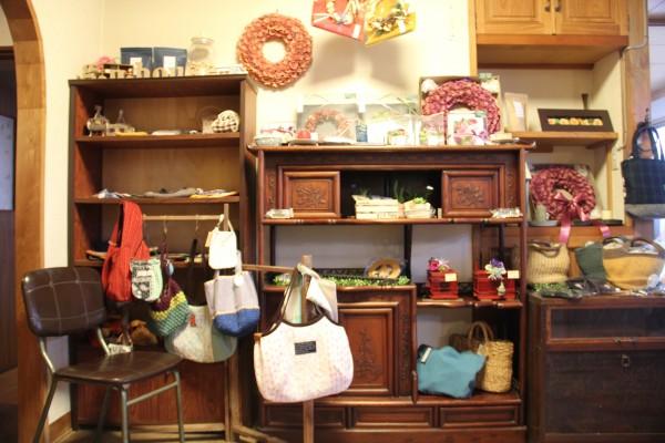 今治の隠れ家カフェでハンドメイド雑貨の販売を開始