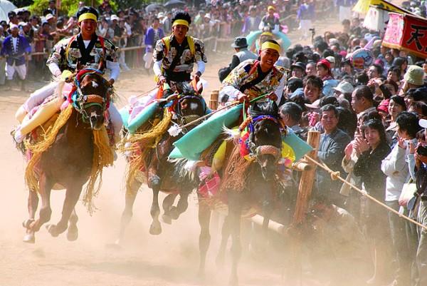 お供馬の走り込み(菊間祭り)