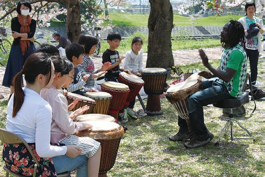 アフリカの太鼓ジャンべ・ダンスレッスン