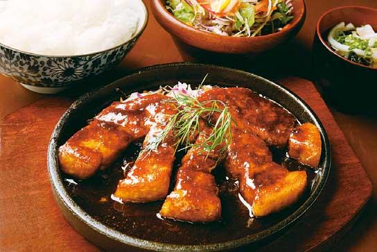 県内産豚肉にこだわった待望の新メニュー「媛トンテキ」が登場!