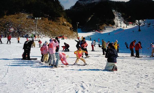 四国の対象5つのスキー場のうち3つ利用すると抽選で1万円分の商品券が抽選で当たる!