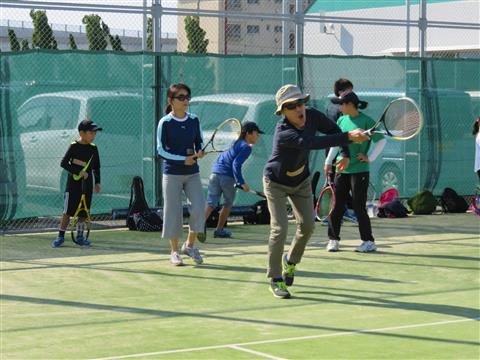 楽しく上達! 初心者テニス教室