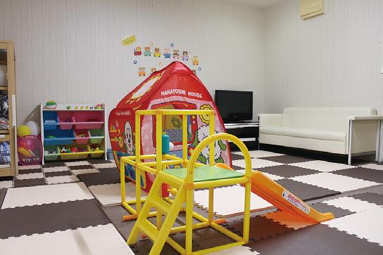 まつ毛エクステ専門店が託児室を設置!