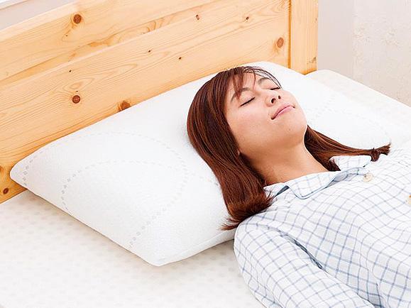高反発の天然ラテックス枕