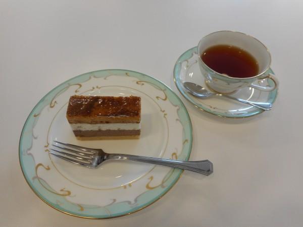 5月の講師カルチャー講座「紅茶のおいしい淹れ方 ~癒しのティータイム お菓子とともに~」inヨンデンプラザ松山