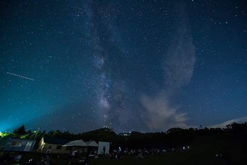 夜景や星空を満喫できる、石鎚山スターナイトツアー
