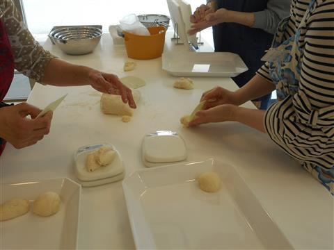 10月の講師料理講座「毎日食べたい食パン作り~焼き立ての食パンでランチしよう~」inヨンデンプラザ松山