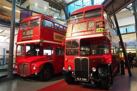ロンドン交通博物館写真展「二階建てバスと地下鉄」