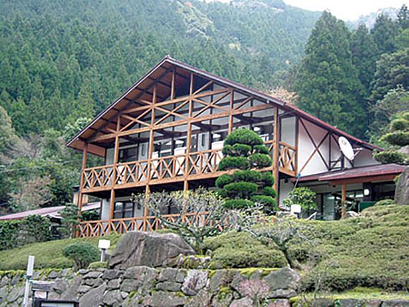 鬼北の「成川渓谷休養センター」が営業再開