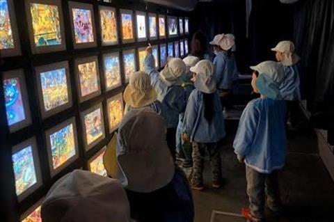 「えんとつ町のプペル」光る絵本展『プペルバス』INえひめ